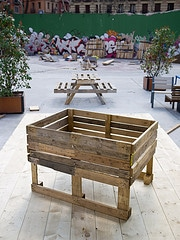 Proyectos con palets para huerto o jardin la huertina de toni - Como hacer jardineras con palets ...